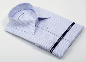 Красивая светлая мужская рубашка полуприталенного покроя Slim Fit