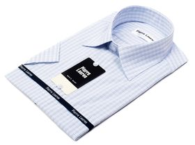 Светлая мужская рубашка с коротким рукавом в клетку