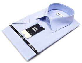 Однотонная голубая мужская рубашка коротким рукавом