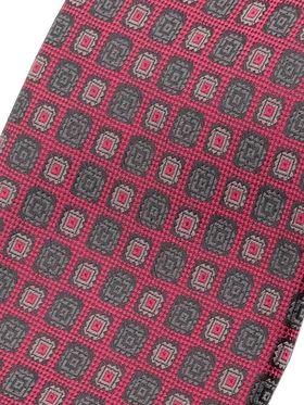 Темно-синий мужской галстук с геометрическим узором. Галстук шириной 9 см у основания.