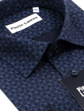 Темно-синяя мужская рубашка с интересным геометрическим узором