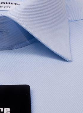 Мужская рубашка из голубой текстурной ткани в диагональную полоску