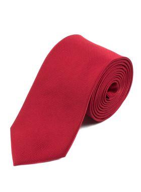 Классический однотонный мужской галстук красного цвета.
