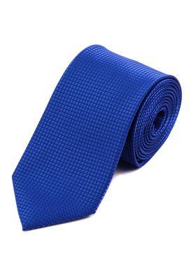 Стильный мужской галстук синего цвета с геометрическим узором.