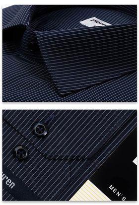 Мужская рубашка темно-синего цвета с тонкой белой полоской