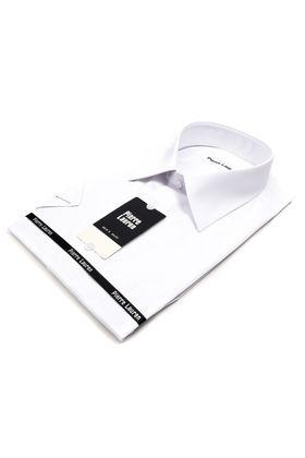 Однотонная белая мужская рубашка коротким рукавом