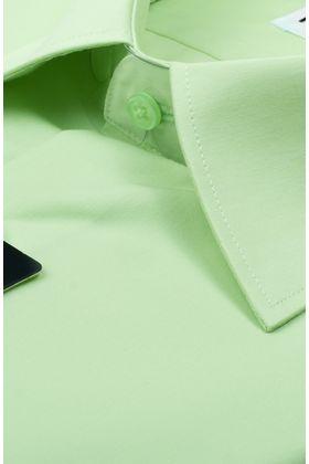 Однотонная салатовая мужская рубашка с коротким рукавом