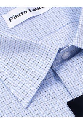 Голубая мужская рубашка в небольшую клетку