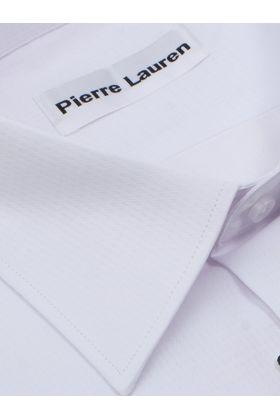 Красивая мужская рубашка прямого покроя больших размеров белого цвета из структурной ткани с геометрическим рисунком