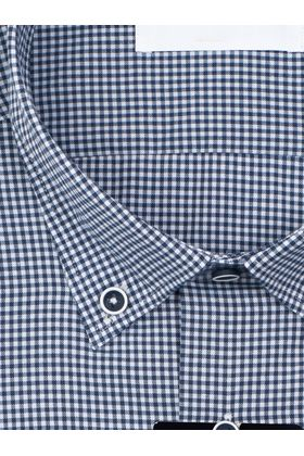 Темно-синяя приталенная мужская рубашка в клетку