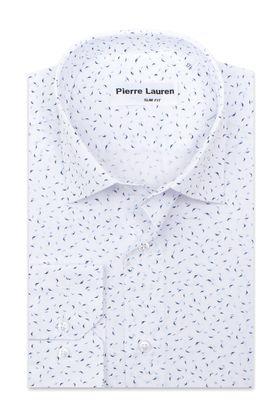 Белая приталенная мужская рубашка с синим узорным принтом